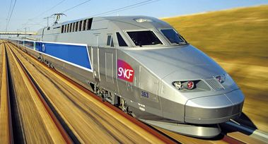 un jeune homme s'endort sur les rails du TGV