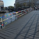 Yarn bombing sur un pont