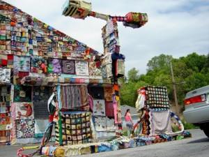 Yarn bombing station essence
