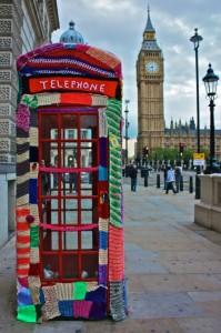 Yarn Bombing cabine téléphonique