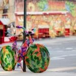 Yarn bombing sur un vélo