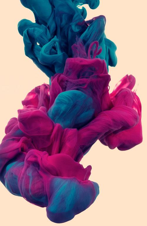 Sculpture encre et eau rose et bleue verte