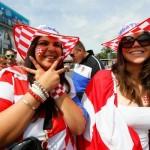 Supportrices croates habillées du drapeau