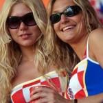 Supportrices sexy en lunettes de soleil