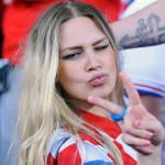 Supportrice croate duck face