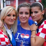 Supportrices croates qui aiment le football