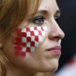 Supportrice de la Croatie triste