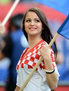 Belle supportrice brune
