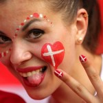 Supportrice du Danemark qui tire la langue