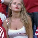 Supportice du Danemark heureuse