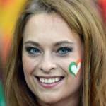 Supportrice irlandaise avec un coeur