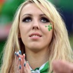 Supportrice de l'Irlande blonde
