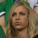 Supportrice irlandaise qui souffle