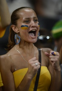 Supportrice Ukraine qui crie !