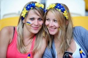 Supportrices ukrainiennes souriantes