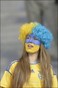 Supportrice de l'Ukraine jaune et bleu