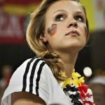 Supportrice allemande qui fait la tête