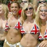 Des supportrices anglaises en bikini