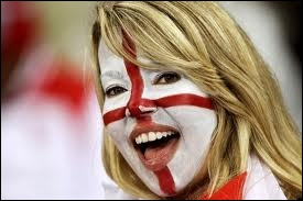 Supportrice anglaise en rouge et blanc