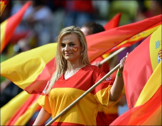 Topic Football - Page 40 Supportrice-espagnole-01