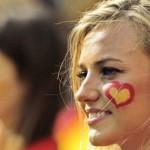 Supportrice espagnole avec un coeur