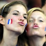 Deux supportrices duck face