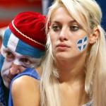 Supportrice grecque triste