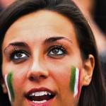 Supportrice italienne en pleine action