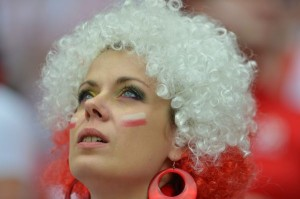 Supportrice de la Pologne avec perruque