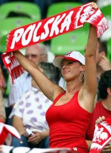 Supportrice de la Pologne avec écharpe