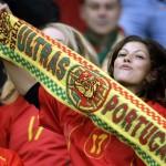 Supportrice portugaise à fond