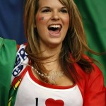 Supportrice du Portugal heureuse