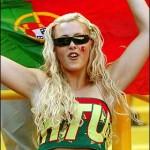 Supportrice du Portugal en pleine action