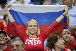 Supportrice russe avec drapeau