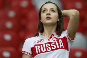 Supportrice russe inquiète