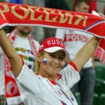 Supportrice russe avec une écharpe