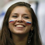 Jolie supportrice russe souriante